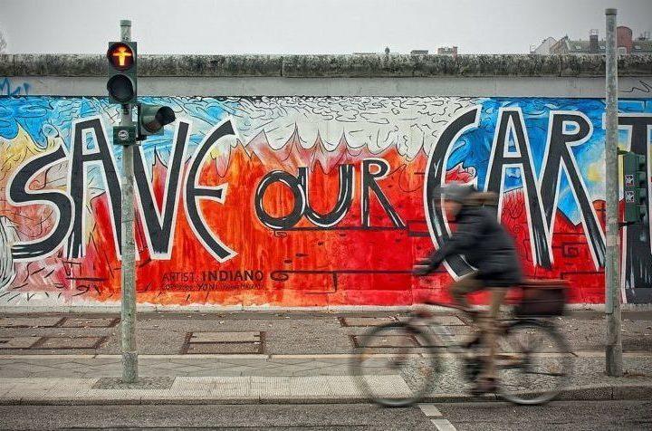 ベルリン市のSave Our Earthの壁絵
