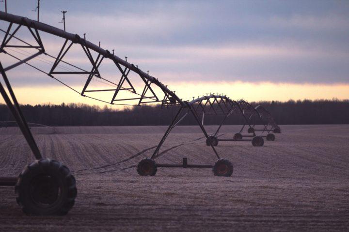 慣行栽培農場の水撒き機材