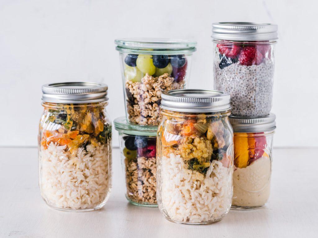 ヴィーガン向けタンパク源の豆、ナッツ、シード、穀物