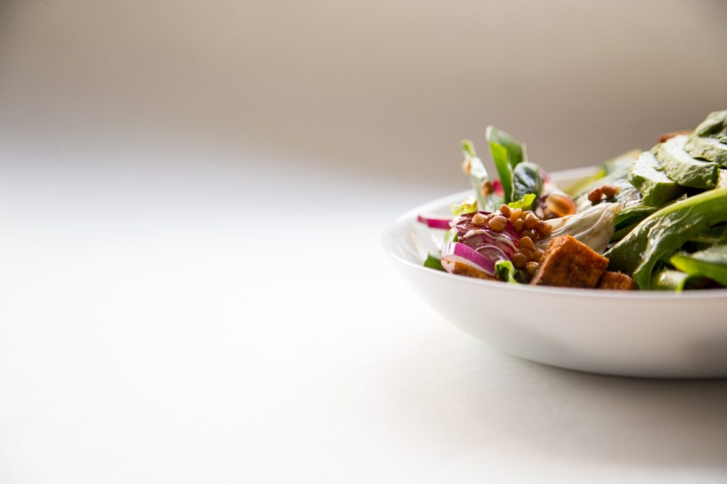 タンパク質の少ないヴィーガン向けのサラダ