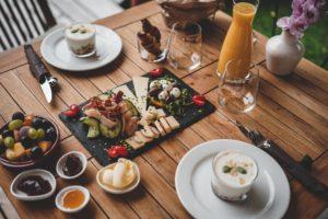 ビーガンとヴェジタリアンの食事における制限の違い