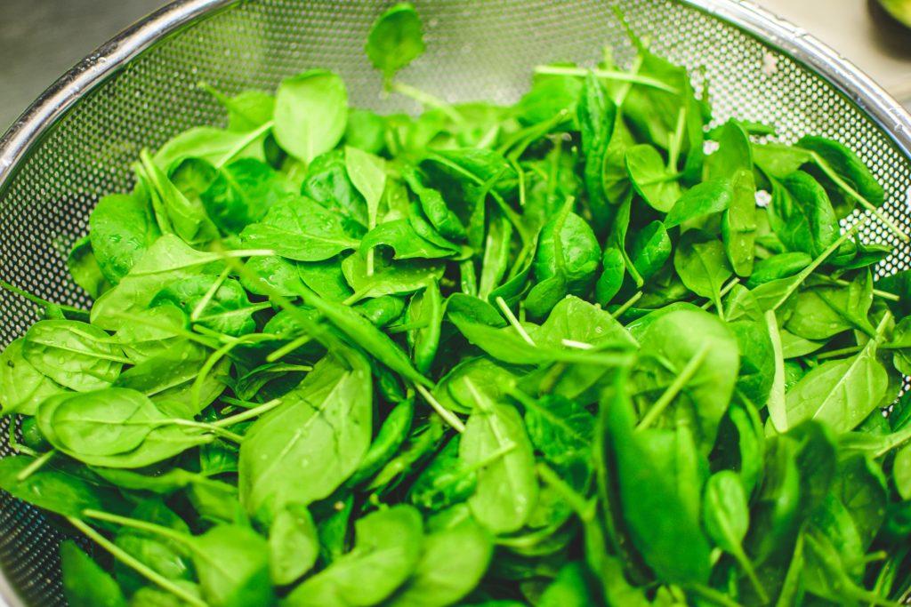 ビーガンの鉄分として有効なほうれん草などの緑黄色野菜